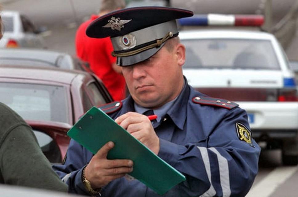 Инспектор штрафует