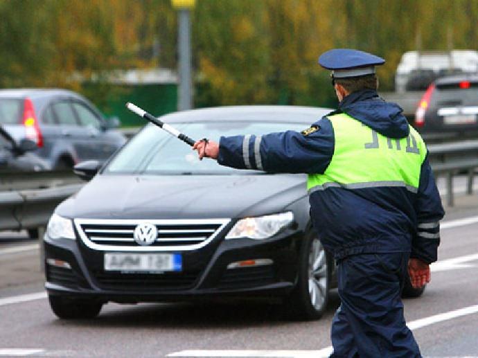 Передача руля лицу не имеющему водительского удостоверения