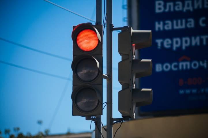 Запрещающий сигнал движения автомобиля