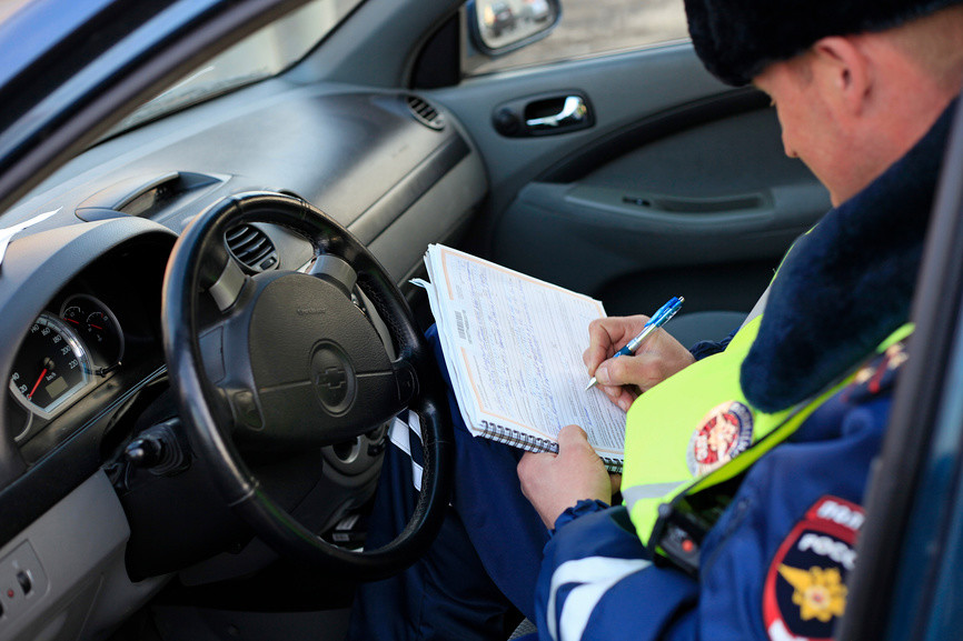 Езда без прав - штраф в 2019 году за вождение и управление без прав, чем грозит еще