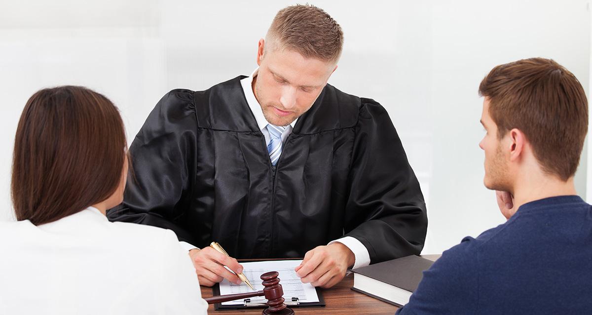 Если подавать на развод в одностороннем порядке через суд когда сообшат партнеру