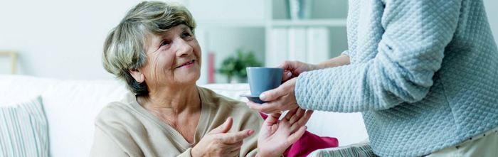 Какие права и обязанности имеет социальный работник ухаживающий за пожилыми людьми