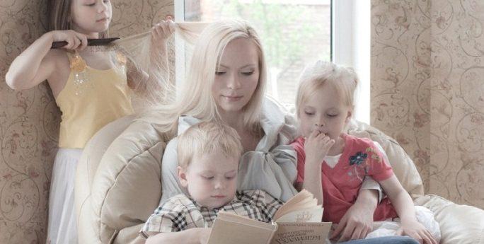 Пенсия многодетной матери с тремя и более детьми по новому закону в 2019 году: возраст выхода на пенсию, сколько составляет размер, последние новости и изменения