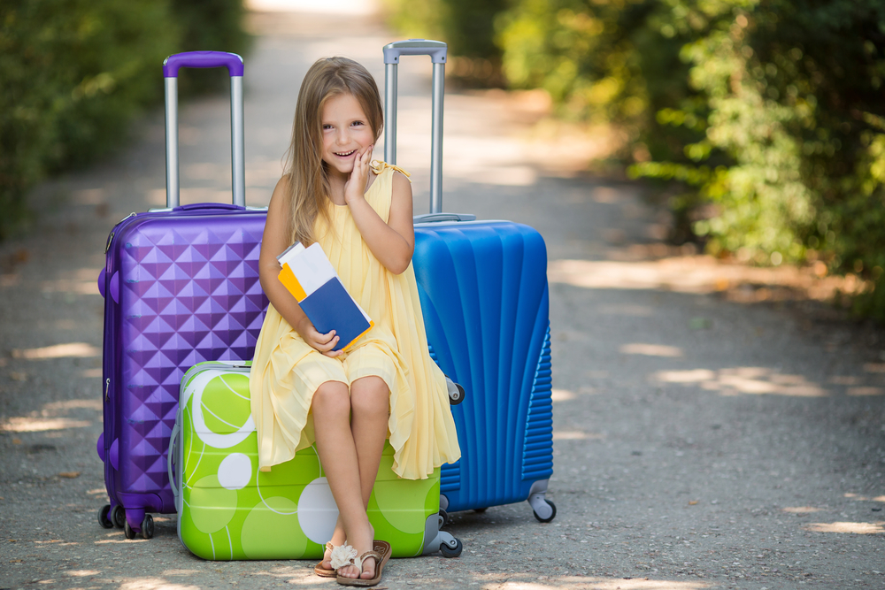 Можно ли выписать ребенка из квартиры, если он там не проживает? Как выписать несовершеннолетнего из приватизированной квартиры?