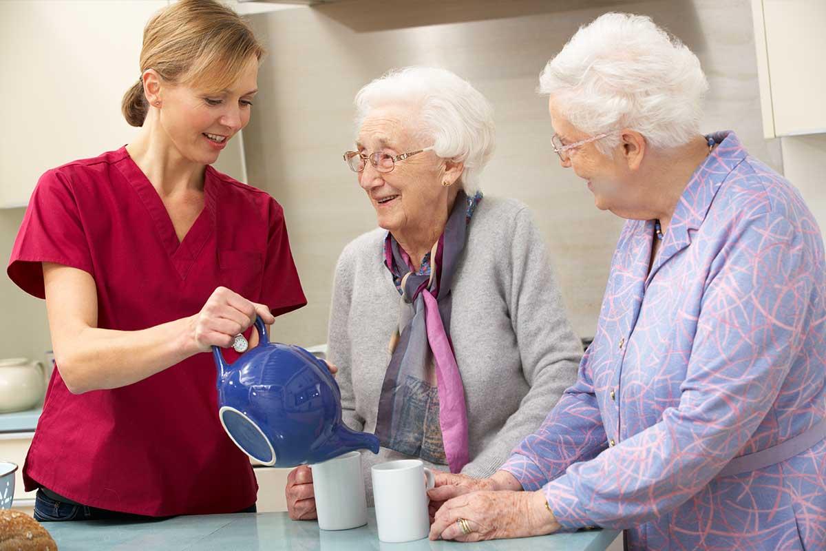 Уход за пожилым человеком старше 80 лет