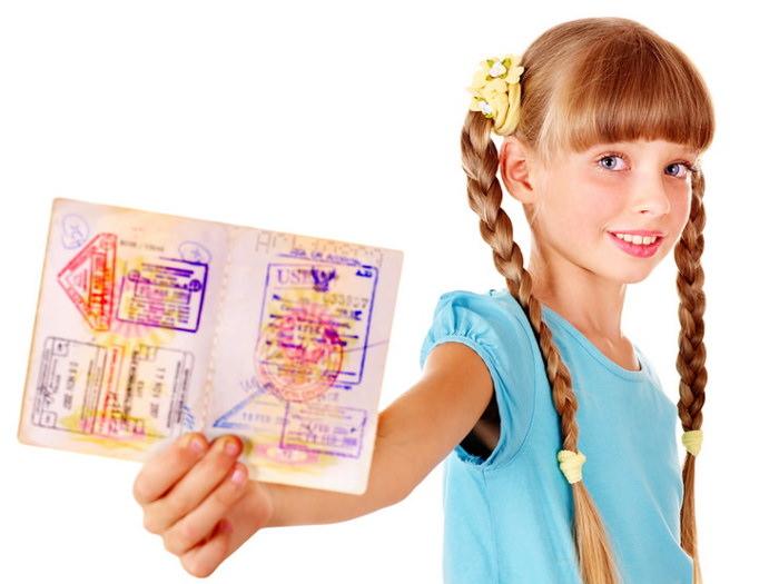 Сколько вписывают ребенка в загранпаспорт