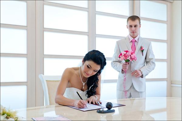 Процедура оформления двойной фамилии при заключении брака